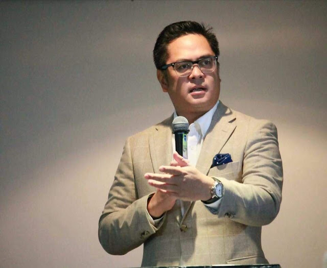 Andanar bags Outstanding Filipino Luminary Award for National Government Service