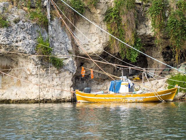 Brucoli - le grotte del porto-canale ©ValeriaDeRiso