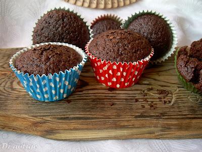 Muffiny czekoladowe z wodą gazowaną