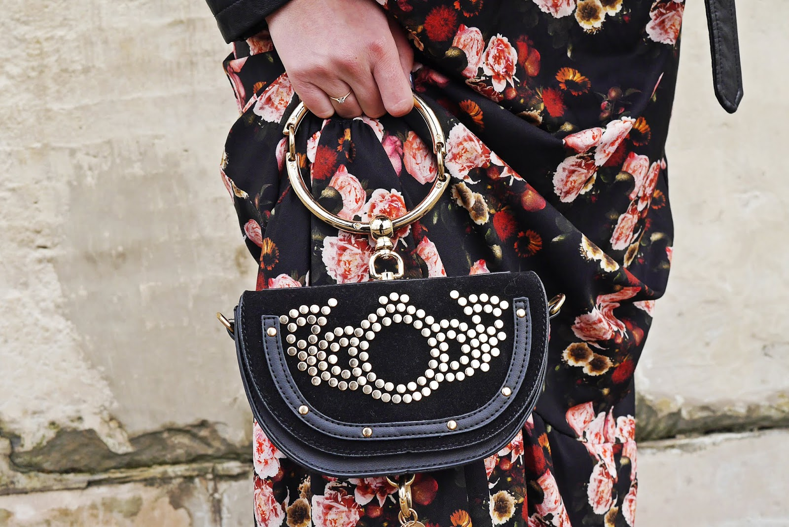ring bag gold black torebka kółko karyn blog modowy