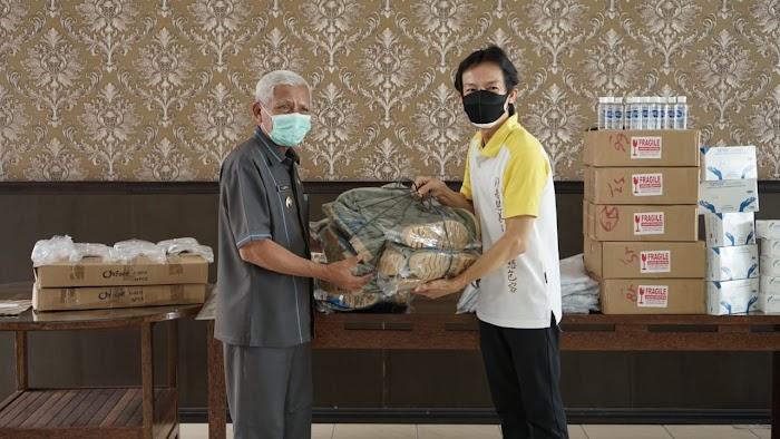 Kembali Bupati Asahan terima bantuan APD Masyarakat Tionghoa Kab.Asahan