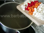 Ciorba de vacuta preparare reteta - punem legumele tocate la fiert (telina, pastarnac, ardei, morcov)