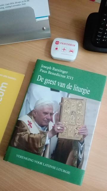 Het boek De geest van de liturgie door emeritus-paus Benedictus XVI