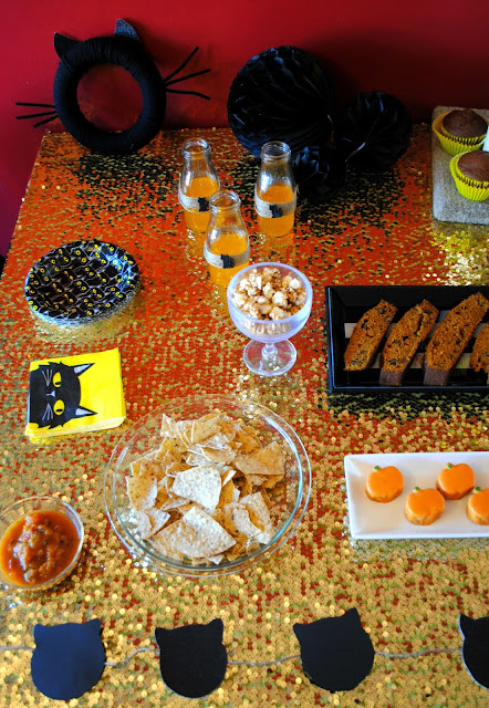 Halloween-party-black-cats-pumpkin-treats