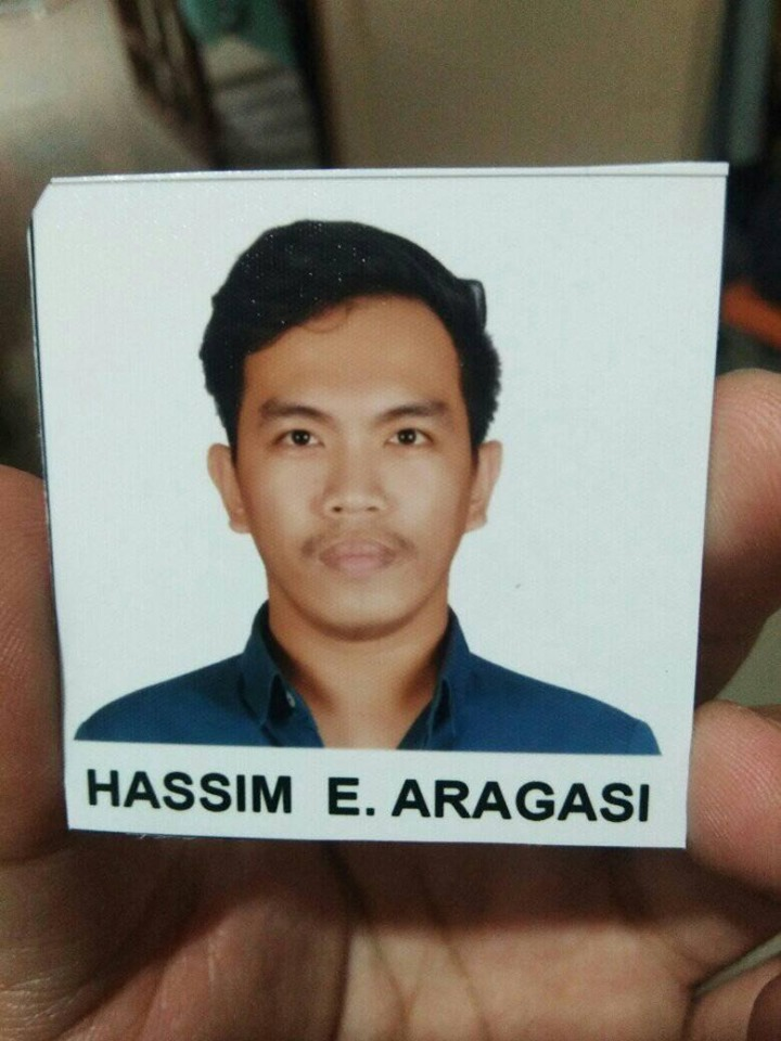 Guy asks photo studio to 'return' his ears after losing it in ID picture