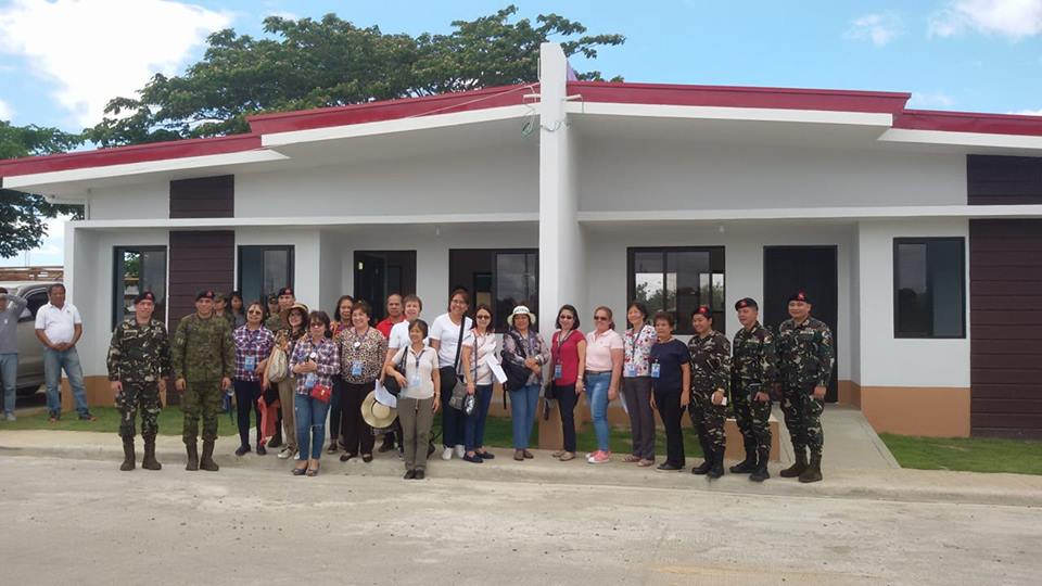 Soldiers and policemen all over the country will all soon benefit the affordable housing project of President Rodrigo Duterte through National Housing Authority (NFA).  Construction of this housing project has already started early this year nationwide. In San Miguel, Bulacan, it is called Scout Ranger Ville in Barangay Calumpang and Tartaro-Sibul. Each house has two-bedroom, toilet and bath, living and dining area and a family area. Lot area is 80 sqm while the floor area is 60 sqm.  In NFA Facebook Page, it said that the New AFP/PNP Housing Program in Bulacan will be completed by the end of this year. It is consist of 1,000 Duplex-type with P950,000 cost per duplex.  Aside from Bulacan, construction of housing units for police and soldiers in Davao City has already started. They called this Madayaw Residences in Talomo, Davao. Other housing units are now being put up in Zamboanga, Mati, , Lanao del Norte, Tarlac, Baguio, and Bacolod.  According to Duterte target completion of all this project is in December 2019 and each beneficiary will be given P70,000 as assistance.  The NHA is building 9,037 units all over the country under the AFP-PNP housing program.