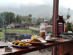 Makan Enak dengan View Gunung Merapi di Merapi Resto Selo Boyolali