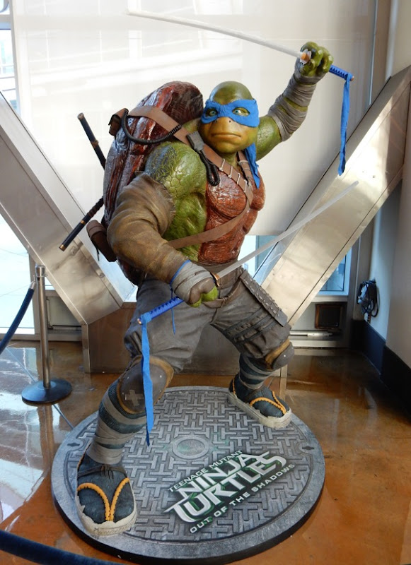 Leonardo statue Teenage Mutant Ninja Turtles 2
