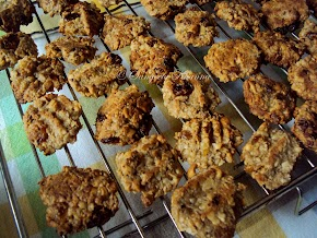 chewy oats cookies ...