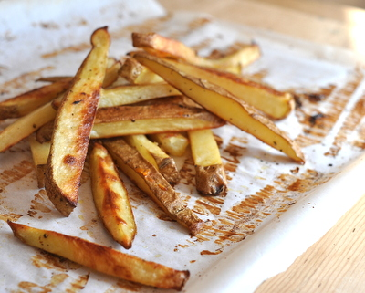 Beer-Soaked Crispy Baked Fries ♥ AVeggieVenture.com. For crispy, baked French fries, soak the potatoes in beer first!