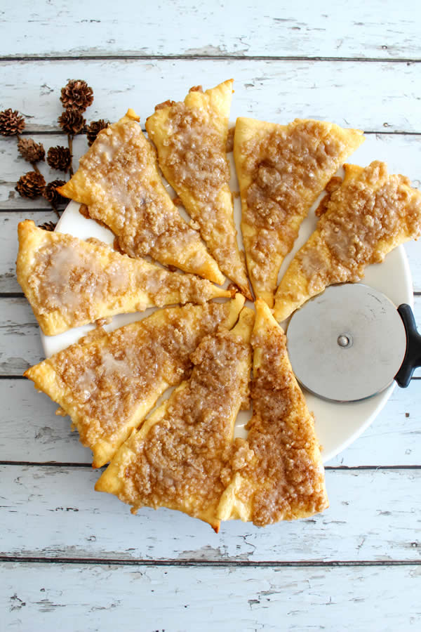 Weight Watchers Dessert! No NEED to spend hours baking a Weight Watchers dessert recipe when you can make this delicious & easy cinnamon sugar pizza! Cinnamon sugar pizza dessert Weight Watchers idea! Check out this skinny Weight Watchers dessert - Weight Watchers pizza. Great breakfast, snack, treat, or dessert.