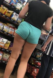 Señora sabrosa diminutos ajustados shorts