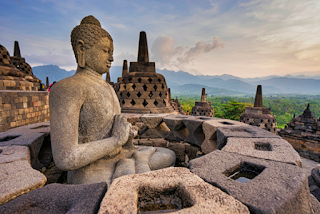 Stupa dan Archa Buddha dalam Candi Borobudur