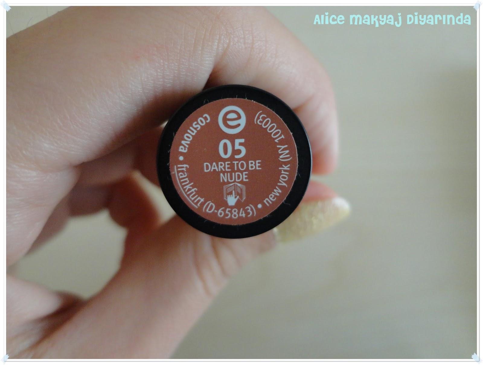 Essence Long Lasting Ruj-05- Dare to be Nude