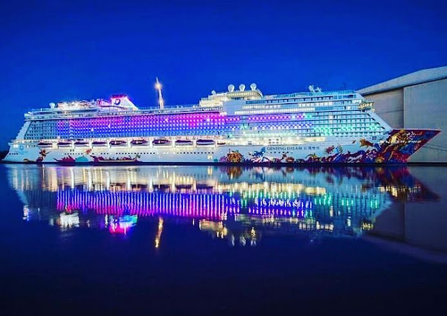 Surabaya North Quay : Kapal Pesiar Genting Dream