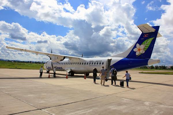 Avion de Lao Airlines en el aeropuerto de Pakse