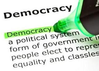 What is Democracy in Hindi | लोकतंत्र की परिभाषा बताइए