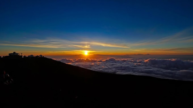 Papel de Parede Lindo Pôr do Sol Acima das Nuvens