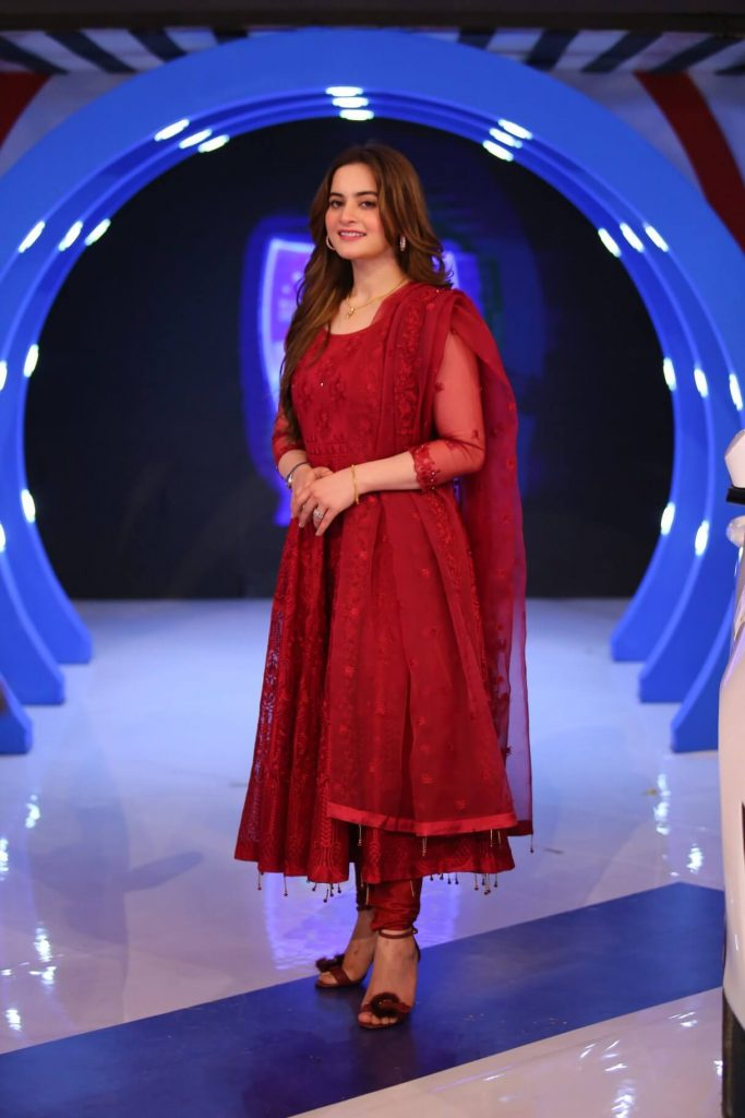 Aiman Khan and Muneeb Beautiful Pictures from Jeeto Pakistan