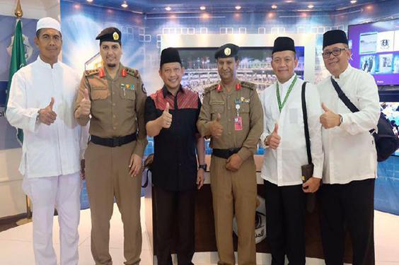 Saat Menunaikan Ibadah Haji Tito Bertemu Dengan Kepala Polisi Arab Saudi