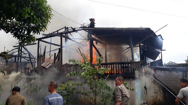 Rumah Berpenghuni Tiga KK Ludes Terbakar