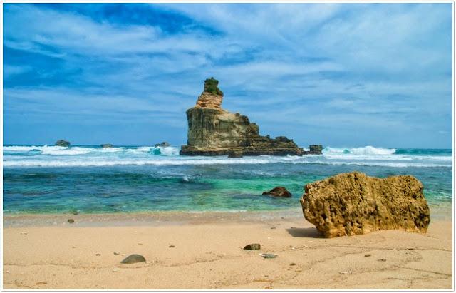 Pantai Buyutan;Top Destinasi Wisata Pacitan