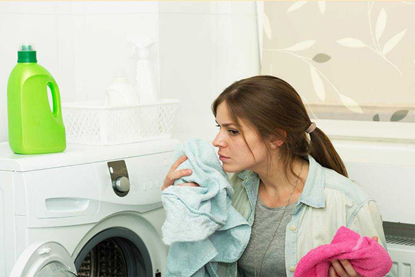 Cách làm quần áo hết mùi hôi