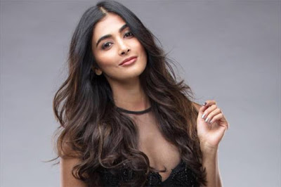 Sexy-Heroin-Pooja-Hegde-Known-As-Telugu-Girl-In-Mumbai-Andhra-talkies