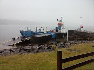 prístav s kompou na ostrove Jura