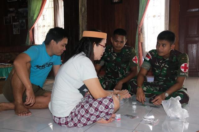 Yonif Raider 303 Kostrad Patroli Kesehatan Suku Adat Kenyah dengan Door To Door