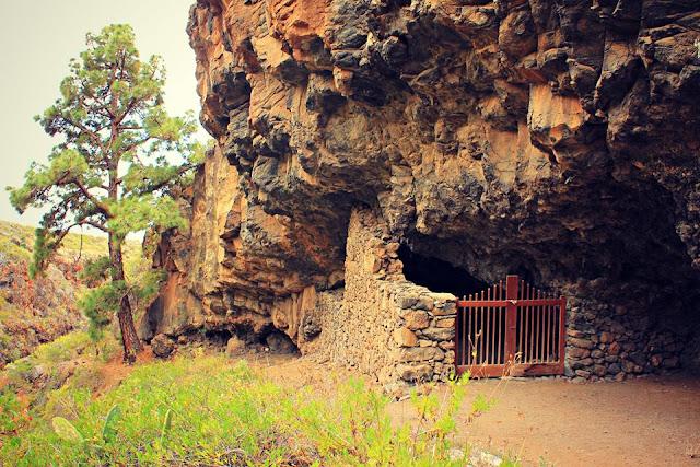 """""""La Cueva de La Virgen"""" en Tijarafe - La Palma"""