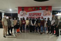 Polda Maluku Vaksin Mahasiswa Asal Papua di Unpatti dan IAKN Ambon