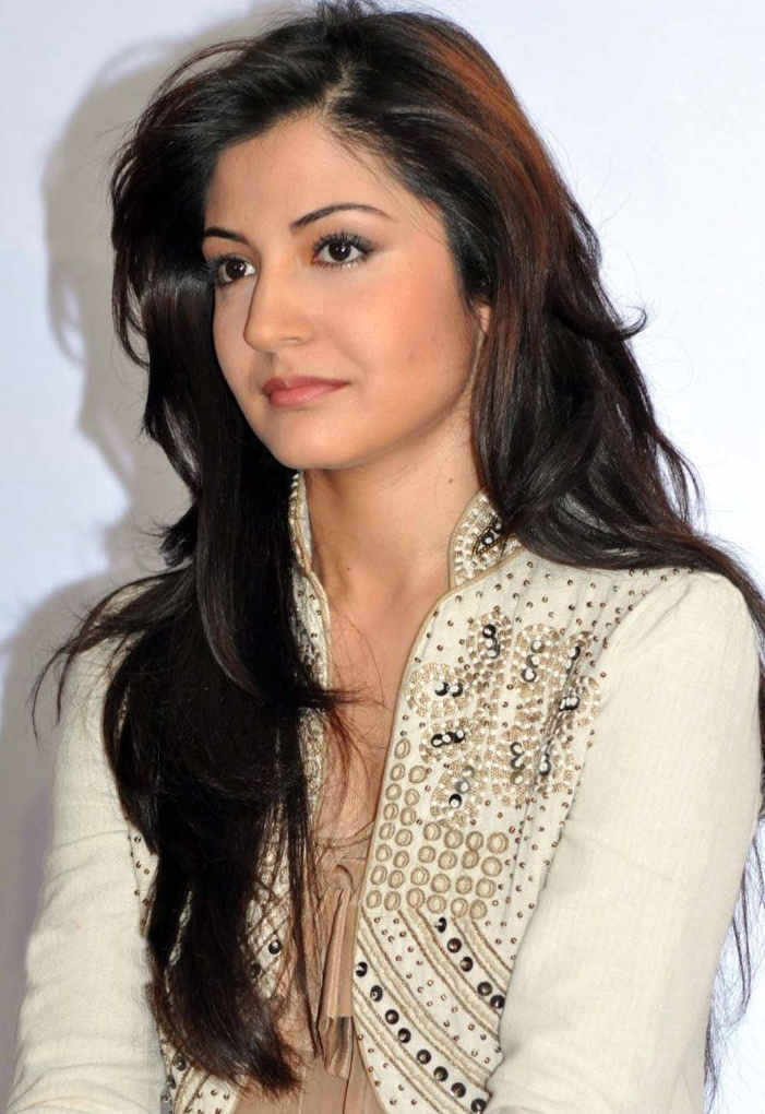 Anushka Sharma Saree: Actress Model Anushka Sharma In White Outfit Picture
