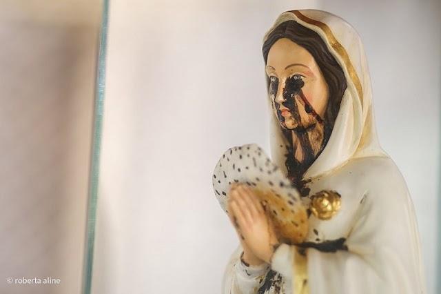 """Mosteiro divulga imagem de santa Rosa Mística """"chorando sangue"""""""