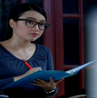 Biodata Anjani Dina Pemeran Ibu Guru Yolla