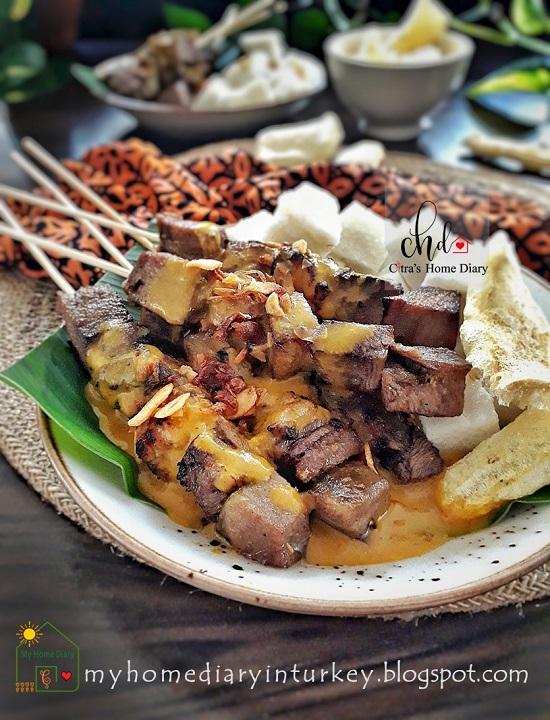 INDONESIAN FOOD RECIPE; SATE PADANG / Padang style Satay | Çitra's Home Diary. #Indonesiansatay #satayrecipe #Padangstylesatay #resepsatepadang #anekasate #resepsate #satayrecipe #satayfoodphotography #chickensatay #offalrecipe #endonezyamutfağı