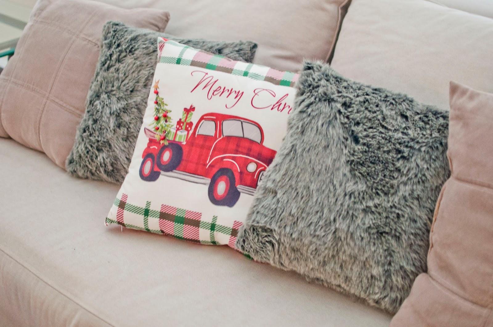 holiday christmas throw pillows