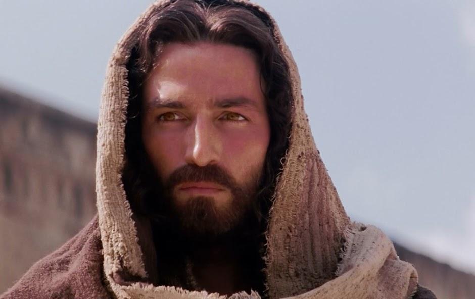 """Jim Caviezel vai reprisar seu papel como Jesus na sequência de """"A Paixão de Cristo"""""""