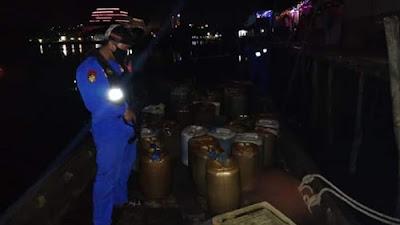 BBM Solar Ilegal Diamankan Polisi di Perairan Tanjung Uma