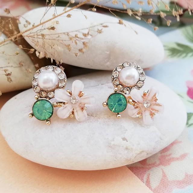 Dijual Anting Perpaduan Manis Mutiara, Berlian, dan Bunga dalam 1 Anting yang Indah ini