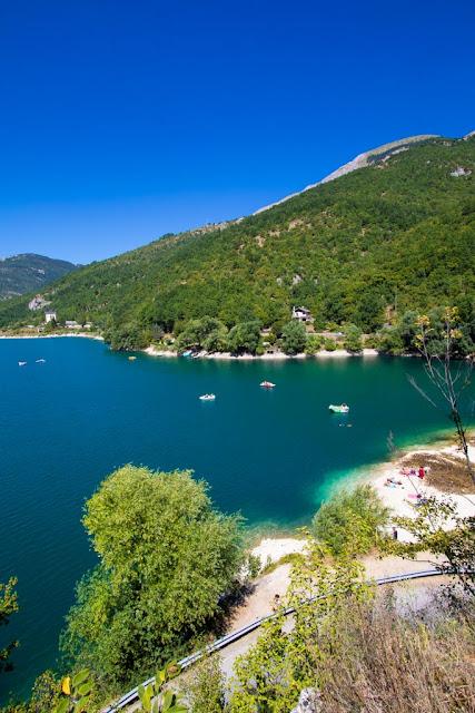 Primi punti panoramici lungo il sentiero del cuore-Lago di Scanno a forma di cuore
