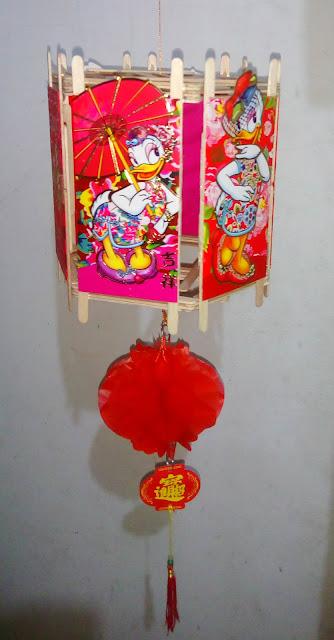 Lampion Angpau Stik Es Krim Segi Enam Desi Bebek