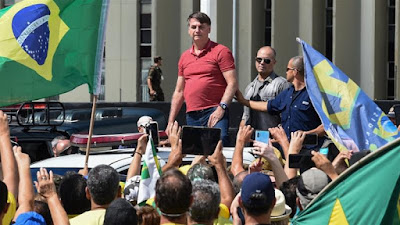 Bolsonaro Bersama Demonstran