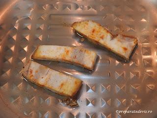 Kaizer la tigaie de porc fiert si prajit reteta pentru mic dejun sandwich omleta gustare si mancare de casa,
