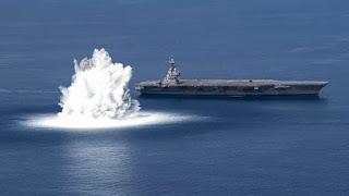 Kekuatan Kapal Induk AS Dipamerkan dengan Ledakan di Lautan