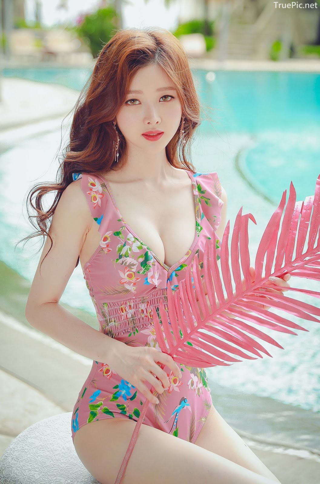 Korean lingerie queen model - Kim Hee Jeong - Floral Pink Swimsuit - Picture 4