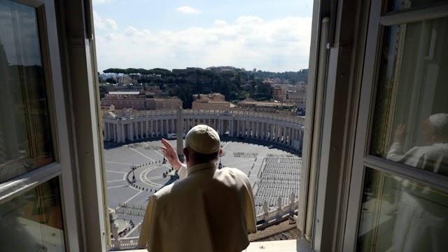 """ESPECIAL IMAGENS 2020 """"Papa Francisco reza para a Praça de São Pedro vazia e peregrina em Roma"""""""