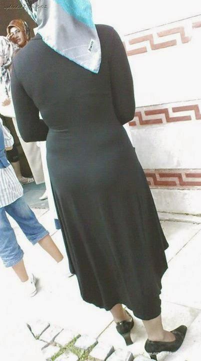 not wearing anything under abaya