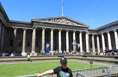 museum facade columns