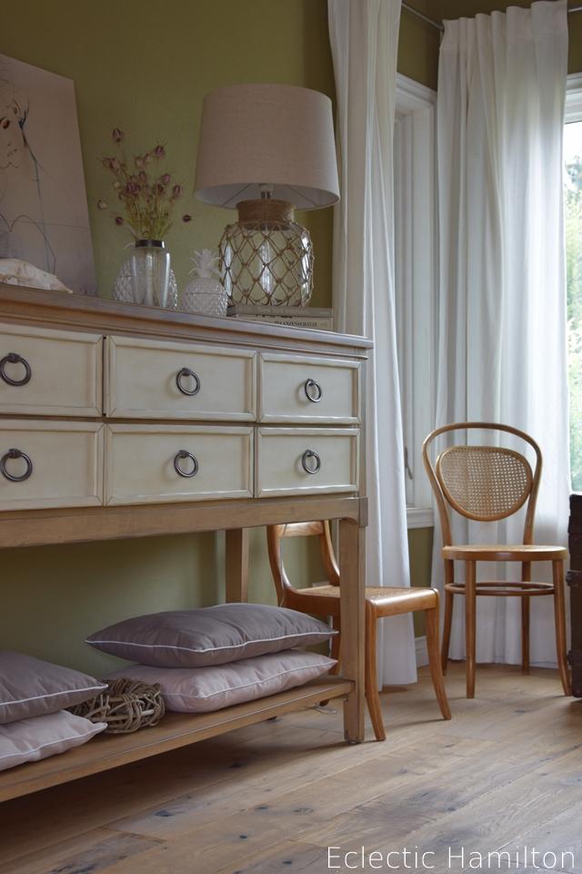 wohnzimmer deko eclectic hamilton. Black Bedroom Furniture Sets. Home Design Ideas